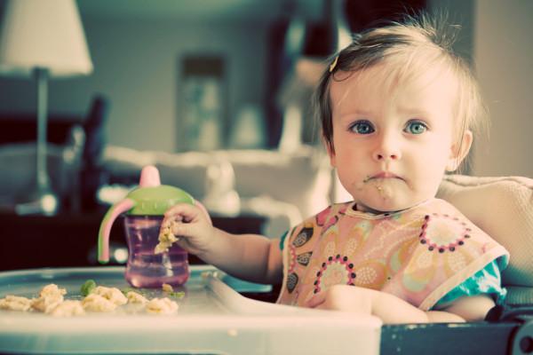 scaun de masa pentru bebelus