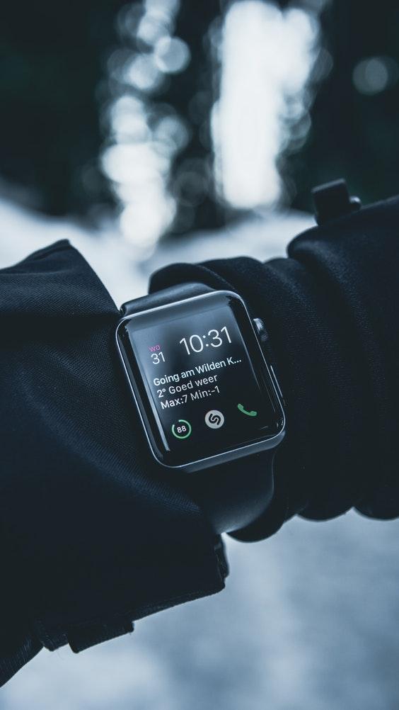 Diferentele dintre un fitness tracker si un smartwatch
