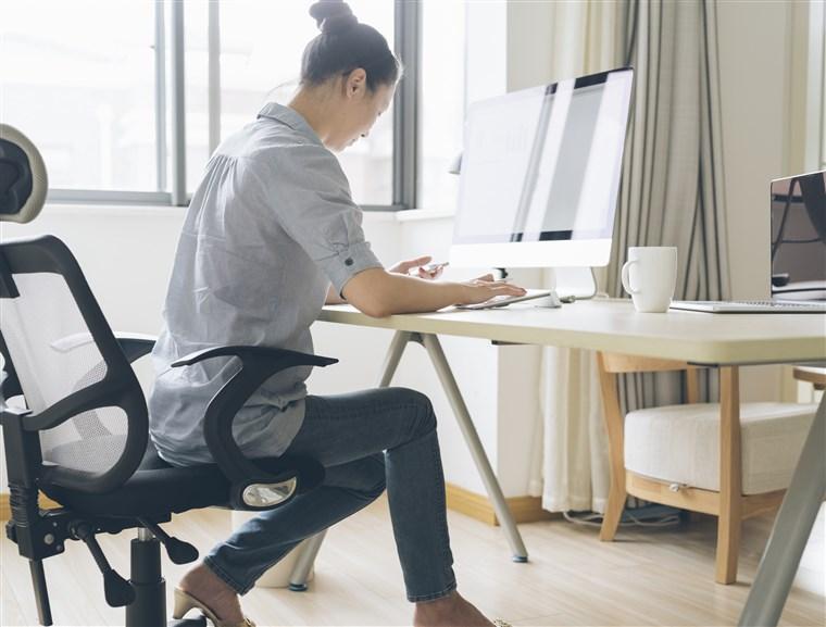 Exercitii de baza pe care le puteti face la birou